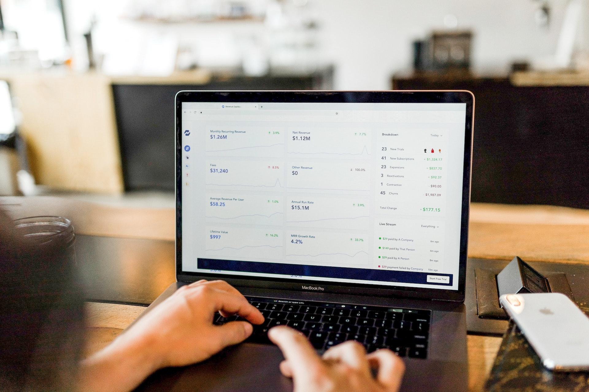 Jak rozwój e-commerce wpływa na usługi B2B?